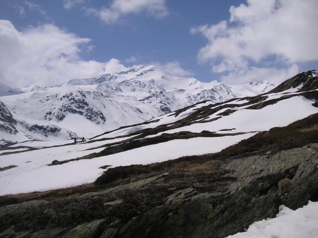 Foto: Wolfgang Lauschensky / Skitour / Zufallspitze – Monte Cevedale : Überschreitung / Eintritt ins Plimatal - links die Steilstufe zur Martellerhütte / 29.01.2010 18:06:18
