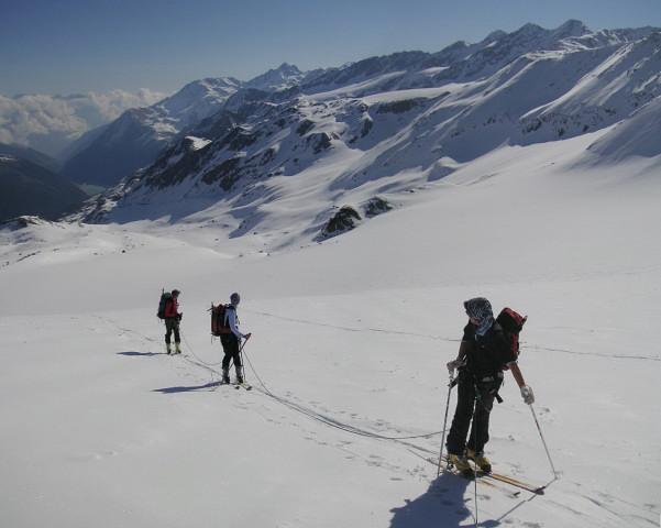 Foto: Wolfgang Lauschensky / Skitour / Zufallspitze – Monte Cevedale : Überschreitung / Einstieg zum Furkeleferner - Blick ins Martelltal mit Zufrittstausee - rechts die Veneziaspitzen / 29.01.2010 18:05:41
