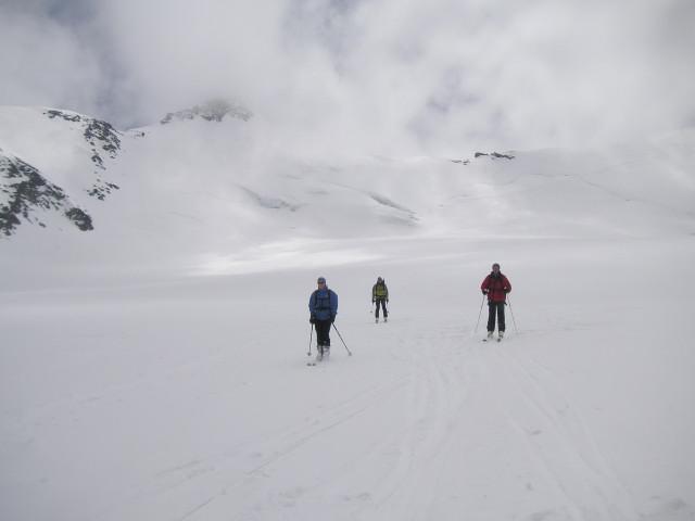 Foto: Wolfgang Lauschensky / Skitour / Zufallspitze – Monte Cevedale : Überschreitung / flaches Gletscherplateau unter der Nordwand / 29.01.2010 18:03:15
