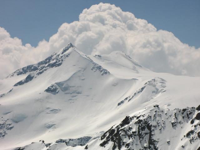 Foto: Wolfgang Lauschensky / Skitour / Zufallspitze – Monte Cevedale : Überschreitung / Zufallspitze und Cevedale von der Butzenspitze - Einfahrt in den Zufallferner nach links unten / 29.01.2010 18:02:51