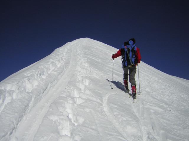 Foto: Wolfgang Lauschensky / Skitour / Johannisberg (3453m) und Hohe Riffl (3338m) / 'Gipfelgrat' / 28.03.2010 17:28:03