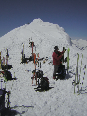 Foto: Wolfgang Lauschensky / Skitour / Johannisberg (3453m) und Hohe Riffl (3338m) / wenige Meter vor dem Gipfel der Hohen Riffl / 28.03.2010 17:26:54