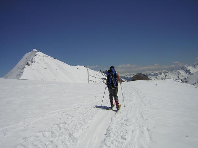 Foto: Wolfgang Lauschensky / Skitour / Johannisberg (3453m) und Hohe Riffl (3338m) / Fuscherkarkopf und Oberwalderhütte / 28.03.2010 17:26:17