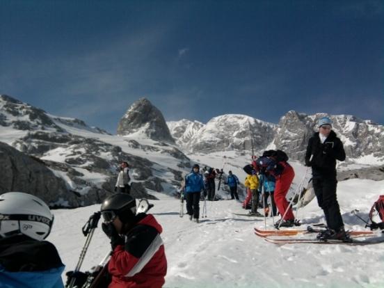 Foto: winsch / Ski Tour / Hoher Dachstein - Dachsteingletscherüberquerung bis Obertraun / unterhalb der Simonyhütte bei einer kurzen Rast  / 31.03.2010 14:06:58