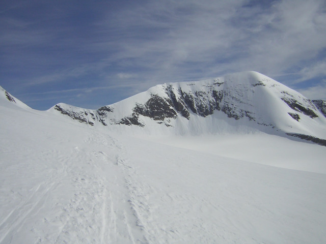 Foto: Wolfgang Lauschensky / Skitour / Mittlerer und Großer Bärenkopf (3358m+3396m) / Keilscharte links und Südflanke des Weißen Bärenkopfs / 07.05.2010 15:52:22