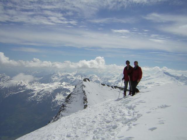 Foto: Wolfgang Lauschensky / Skitour / Mittlerer und Großer Bärenkopf (3358m+3396m) / Gipfel des Weißen Bärenkopfs, dahinter die Hohe Dock / 07.05.2010 15:51:15