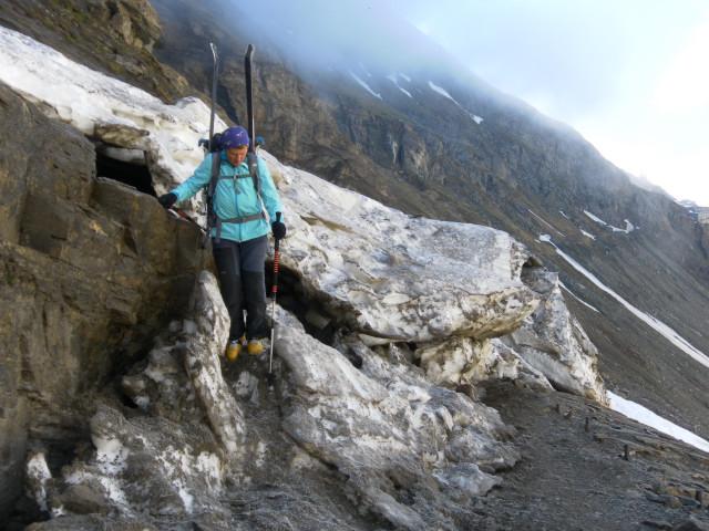 Foto: Wolfgang Lauschensky / Skitour / Mittlerer und Großer Bärenkopf (3358m+3396m) / Der Gamsgrubenweg wartet im Frühling gern mit einigen zu querenden Lawinenrinnen auf. / 27.05.2014 21:40:26