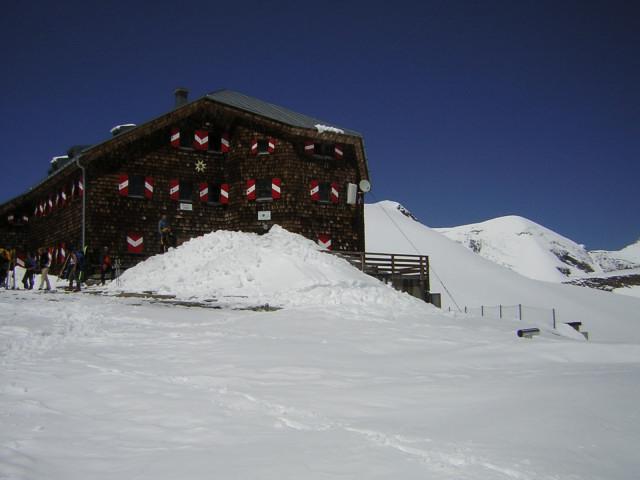 Foto: Wolfgang Lauschensky / Skitour / Mittlerer und Großer Bärenkopf (3358m+3396m) / Oberwalderhütte und Weißer Bärenkopf. / 27.05.2014 21:39:52