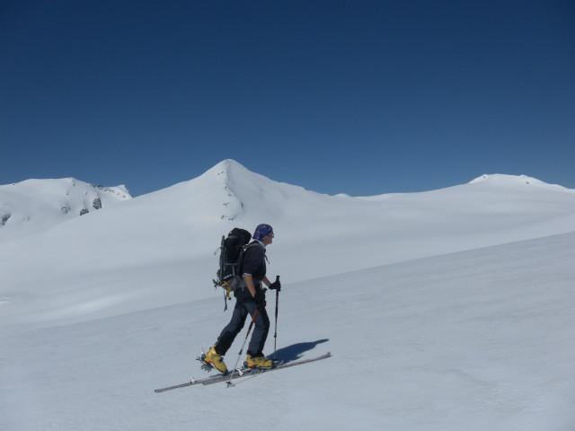 Foto: Wolfgang Lauschensky / Skitour / Mittlerer und Großer Bärenkopf (3358m+3396m) / Schneewinkelkopf und Eiskögele, Johannisberg und Hohe Riffl über dem Pasterzenboden. / 27.05.2014 21:39:31