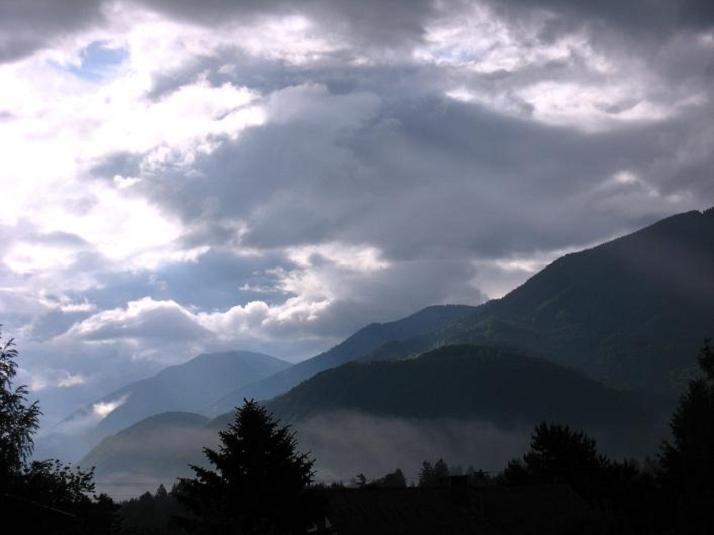 Foto: Andreas Koller / Klettersteigtour / ÖTK-Klettersteig Koschutnikturm neu und alt (2136 m) / Karawanken - Impressionen / 16.05.2010 00:41:03