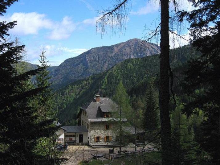 Foto: Andreas Koller / Klettersteigtour / ÖTK-Klettersteig Koschutnikturm neu und alt (2136 m) / 16.05.2010 00:40:15