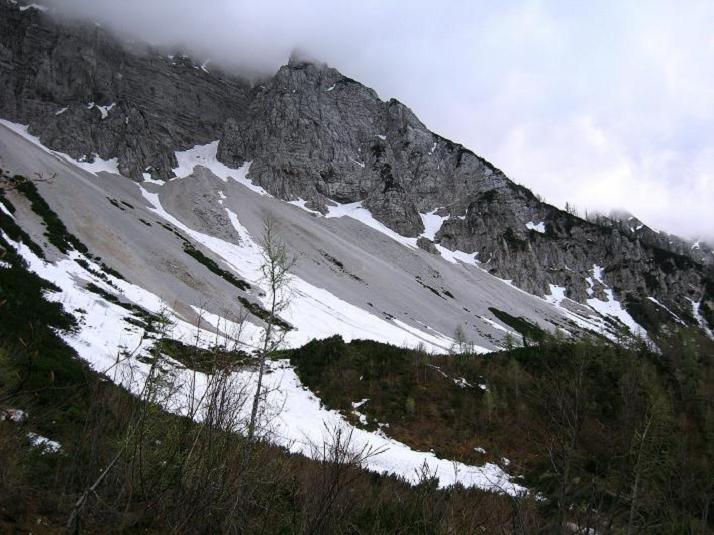 Foto: Andreas Koller / Klettersteigtour / ÖTK-Klettersteig Koschutnikturm neu und alt (2136 m) / 16.05.2010 00:39:53