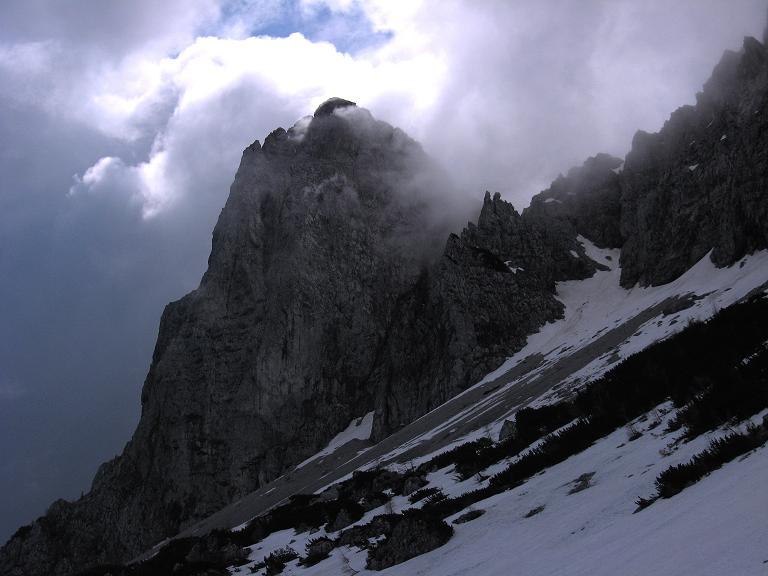 Foto: Andreas Koller / Klettersteigtour / ÖTK-Klettersteig Koschutnikturm neu und alt (2136 m) / Koschutnikturm / 16.05.2010 00:37:29