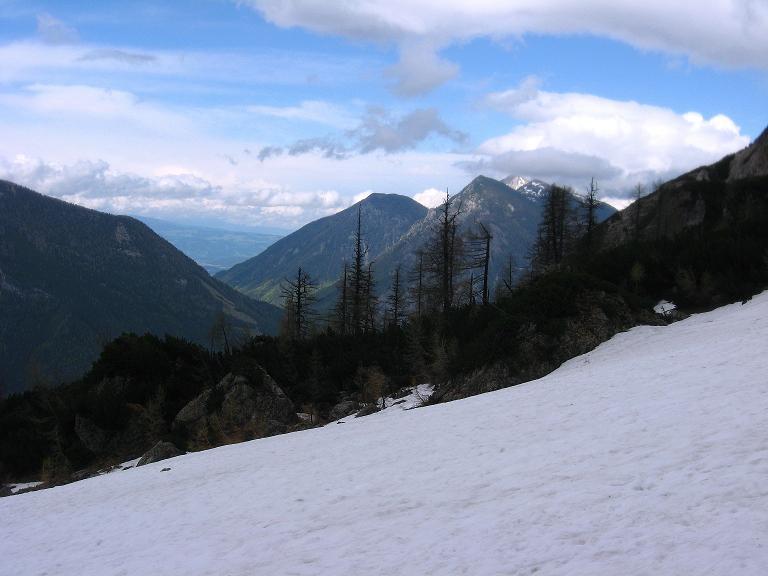 Foto: Andreas Koller / Klettersteigtour / ÖTK-Klettersteig Koschutnikturm neu und alt (2136 m) / Blick zum Hochobir (2139 m) / 16.05.2010 00:32:47