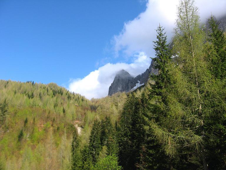 Foto: Andreas Koller / Klettersteigtour / ÖTK-Klettersteig Koschutnikturm neu und alt (2136 m) / Koschutnikturm / 16.05.2010 00:31:56