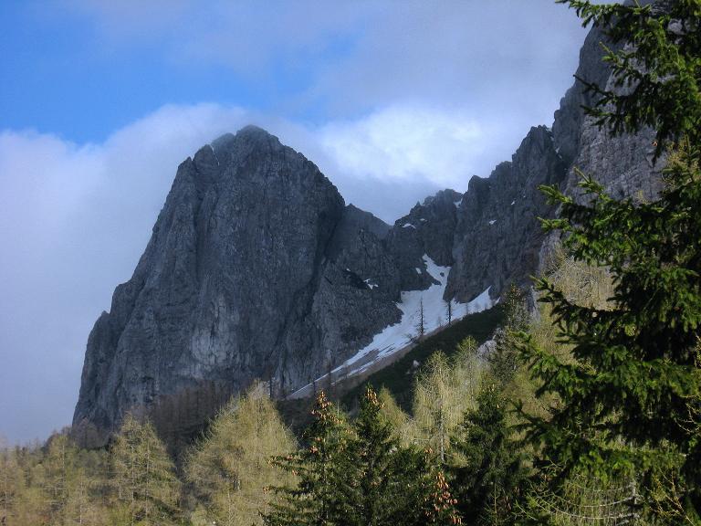 Foto: Andreas Koller / Klettersteigtour / ÖTK-Klettersteig Koschutnikturm neu und alt (2136 m) / Koschutnikturm vom Koschutahaus / 16.05.2010 00:31:44