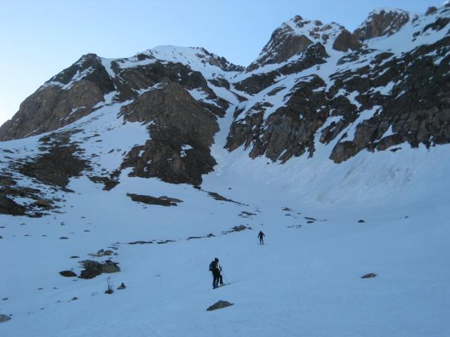 Foto: Wolfgang Lauschensky / Skitour / Östliche Veneziaspitze (3356m) - oder III. Veneziaspitze / links ist der Hügel zum Einstieg in die steile Felszone / 27.05.2010 15:56:29