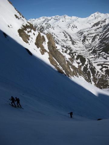 Foto: Wolfgang Lauschensky / Skitour / Östliche Veneziaspitze (3356m) - oder III. Veneziaspitze / in der schattigen Steilrinne / 27.05.2010 15:56:06