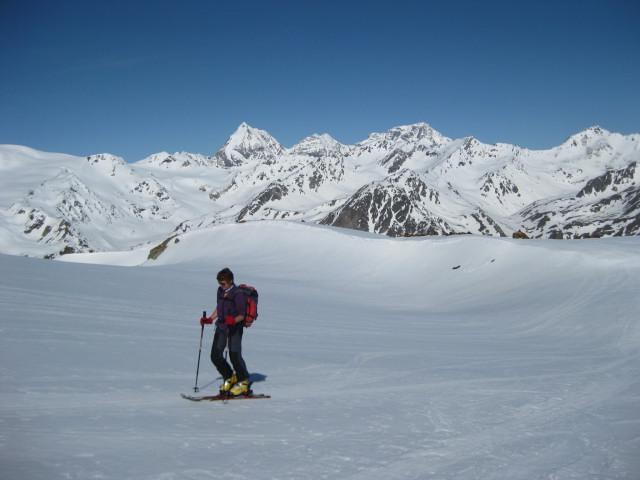 Foto: Wolfgang Lauschensky / Skitour / Östliche Veneziaspitze (3356m) - oder III. Veneziaspitze / sanfter Schranferner vor Dreigestirn / 27.05.2010 15:55:05
