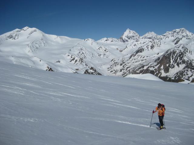 Foto: Wolfgang Lauschensky / Skitour / Östliche Veneziaspitze (3356m) - oder III. Veneziaspitze / Marteller Gipfelumrahmung: Cevedale - Zufallspitzen - Königsspitze - Zebru - Ortler. / 27.05.2010 15:54:47
