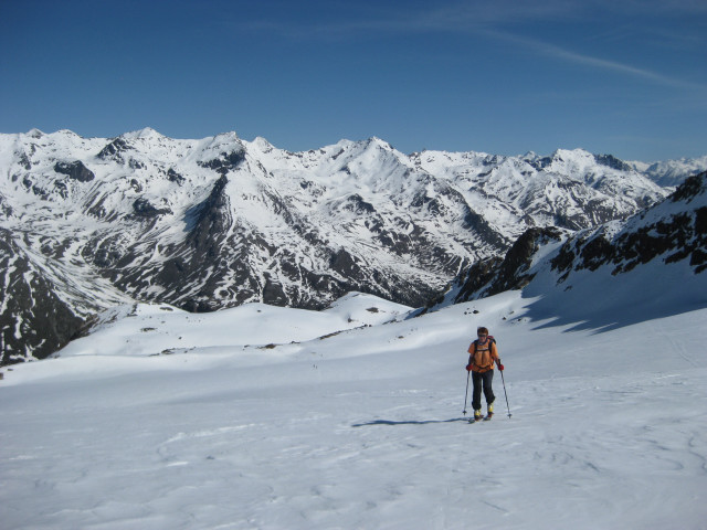 Foto: Wolfgang Lauschensky / Skitour / Östliche Veneziaspitze (3356m) - oder III. Veneziaspitze / nördliche Martelltalseite mit Lyfispitze / 27.05.2010 15:54:36