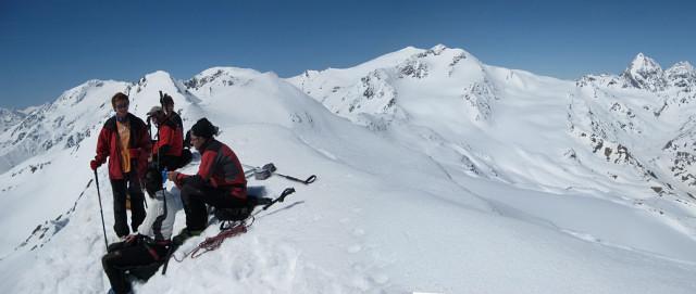 Foto: Wolfgang Lauschensky / Skitour / Östliche Veneziaspitze (3356m) - oder III. Veneziaspitze / Gipfelpanorama: Palon de la Mare, Cevedale, Zufallspitze, Königsspitze / 27.05.2010 15:53:19
