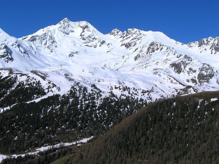 Foto: Andreas Koller / Skitour / Aus dem Schnalstal aufs Teufelsegg (3225 m) / Saldurspitze (3433 m) / 30.05.2010 01:28:07