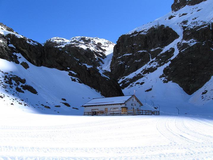 Foto: Andreas Koller / Skitour / Aus dem Schnalstal aufs Teufelsegg (3225 m) / Teufelsegghütte (2444 m) / 30.05.2010 01:26:54