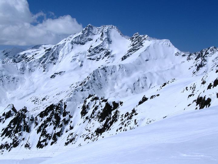 Foto: Andreas Koller / Skitour / Aus dem Schnalstal aufs Teufelsegg (3225 m) / Saldurspitze (3433 m) / 30.05.2010 01:20:47