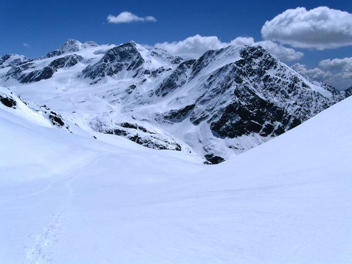 Foto: Andreas Koller / Skitour / Aus dem Schnalstal aufs Teufelsegg (3225 m) / Blick zur Fineilspitze (3514 m) / 30.05.2010 01:19:11