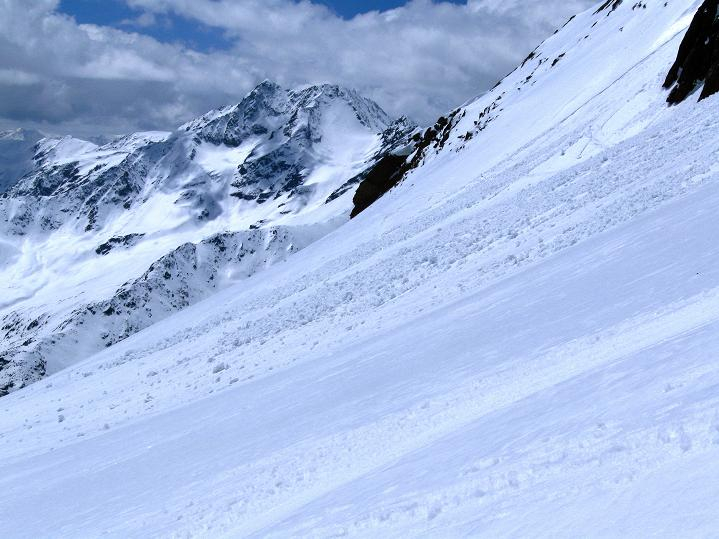 Foto: Andreas Koller / Skitour / Aus dem Schnalstal aufs Teufelsegg (3225 m) / Blick auf die Saldurspitze (3433 m) / 30.05.2010 01:16:40