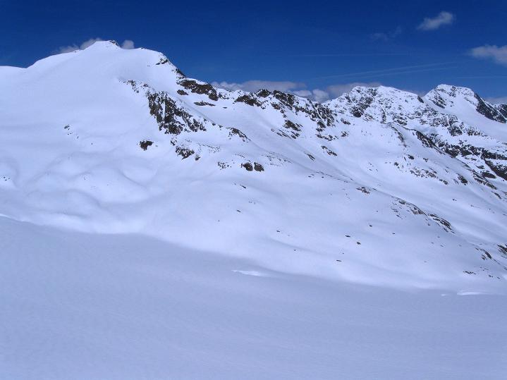 Foto: Andreas Koller / Skitour / Aus dem Schnalstal aufs Teufelsegg (3225 m) / Blick vom Sattel nach NW / 30.05.2010 01:16:10