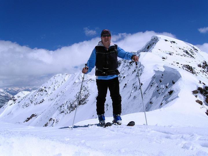 Foto: Andreas Koller / Skitour / Aus dem Schnalstal aufs Teufelsegg (3225 m) / Am Grat / 30.05.2010 01:14:32