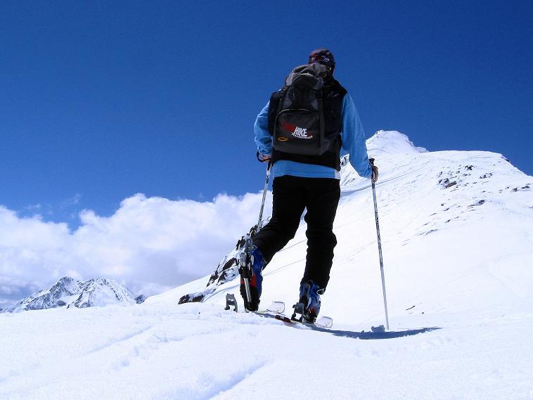 Foto: Andreas Koller / Skitour / Aus dem Schnalstal aufs Teufelsegg (3225 m) / Am Grat dem Gipfel entgegen / 30.05.2010 01:13:58