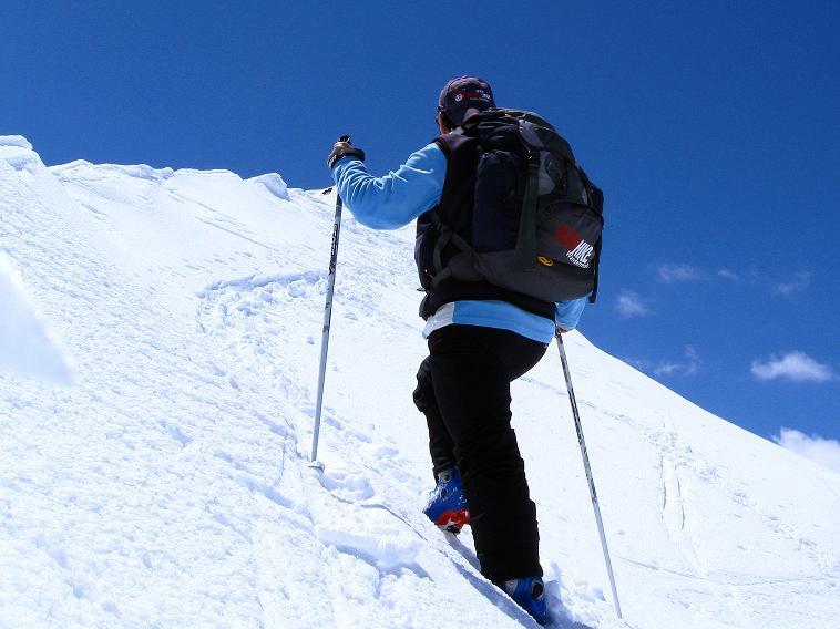 Foto: Andreas Koller / Skitour / Aus dem Schnalstal aufs Teufelsegg (3225 m) / Die letzten Meter zum Gipfel / 30.05.2010 01:13:20