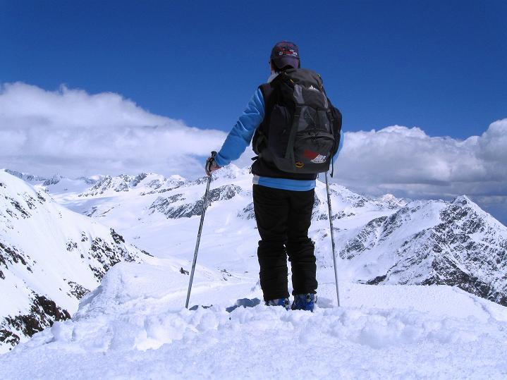 Foto: Andreas Koller / Skitour / Aus dem Schnalstal aufs Teufelsegg (3225 m) / Abstieg vom Teufelsegg / 30.05.2010 01:09:25