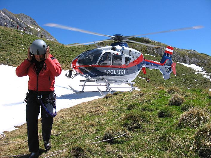Foto: Andreas Koller / Klettersteigtour / Rosskopf Klettersteig und Rofanspitze (2259 m) / Bergrettung im Einsatz / 09.06.2010 02:27:00