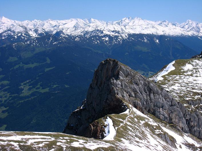 Foto: Andreas Koller / Klettersteigtour / Rosskopf Klettersteig und Rofanspitze (2259 m) / Blick über den Sagzahn nach SO / 09.06.2010 02:22:26