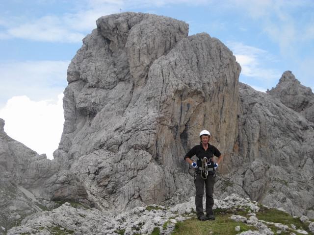 Foto: Wolfgang Lauschensky / Klettertour / Bügeleisenkante – Roter Turm – Ellerturm / Roter Turm von der Kleinen Laserzwand-schön zu sehen die schräge Rinne zum Südsattel / 17.06.2010 16:49:59