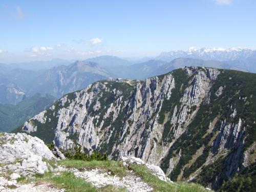 Foto: hofchri / Wandertour / Überschreitung Höllengebirge über Hochleckenhaus (1.574 m) / die Bergstation der Feuerkogel-Seilbahn / 30.06.2010 19:34:48