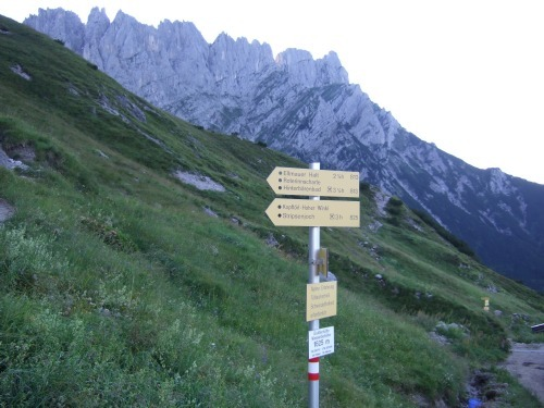 """Foto: hofchri / Klettersteigtour / Ellmauer Halt (2.344 m) über """"Gamsängersteig"""" / Hinter der Gruttenhütte führt der Weg weiter / 12.08.2010 20:26:44"""