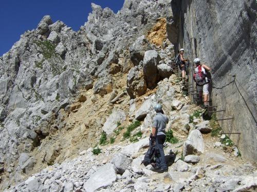 """Foto: hofchri / Klettersteigtour / Ellmauer Halt (2.344 m) über """"Gamsängersteig"""" / Bügelleiter an der Jägerwand (B) / 12.08.2010 20:31:21"""