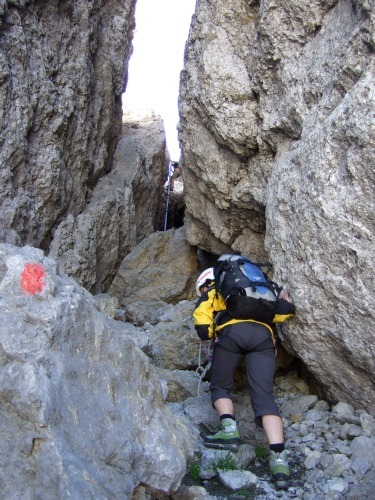 """Foto: hofchri / Klettersteigtour / Ellmauer Halt (2.344 m) über """"Gamsängersteig"""" / links der Felsspalt mit Leiter / 12.08.2010 20:32:27"""