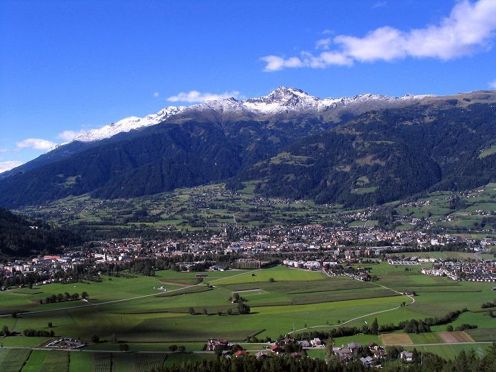 Foto: Andreas Koller / Klettersteigtour / Klettersteig Kranewitsteig (950m) / Vom höchaten Punkt hat man einen schönen Ausblick über Lienz auf die Schleinitz (3905m) / 09.09.2010 01:24:00