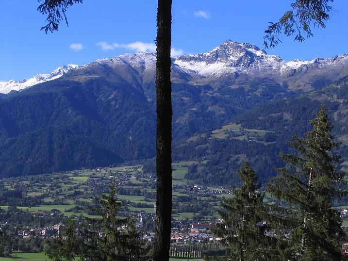 Foto: Andreas Koller / Klettersteigtour / Klettersteig Kranewitsteig (950m) / Nochmals der Blick über das Lienzer Becken zur Schleinitz (2905m) / 09.09.2010 01:21:03