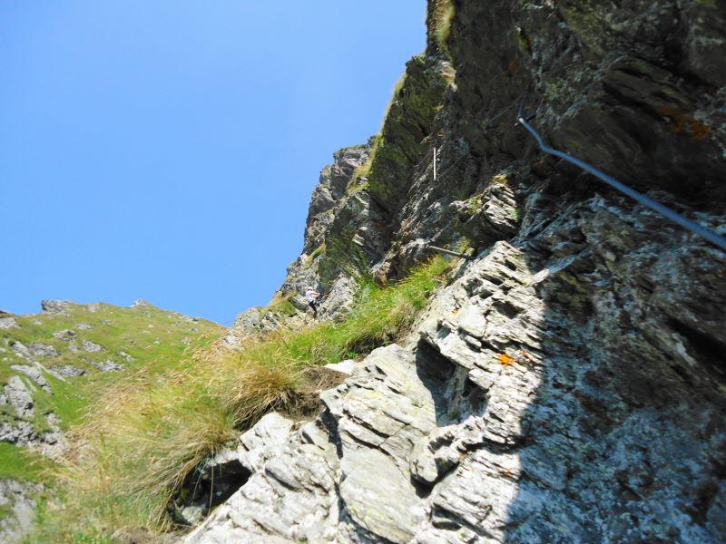 Foto: Günter Siegl / Klettersteigtour / Falken Klettersteig (D) / Nach der überdachten Verschneidung geht es direkt am Fels weiter (Routenänderung). / 07.09.2015 20:34:26