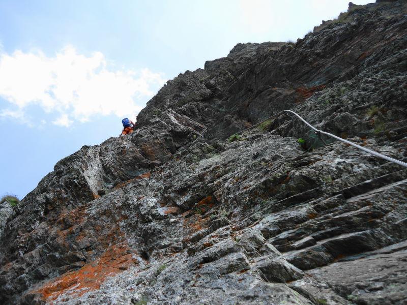 Foto: Günter Siegl / Klettersteigtour / Falken Klettersteig (D) / Im leicht überhängenden Teil kurz vor der steilen Rampe. / 07.09.2015 20:33:05