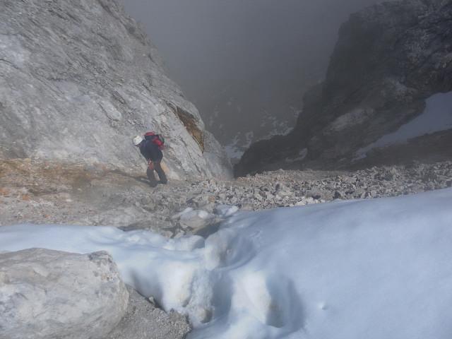 Foto: Wolfgang Lauschensky / Wandertour / Leutascher Dreitorspitze oder Karlspitze 2682m über Söllerpass und Bergleintal / an der Scharte / 05.10.2010 18:35:12