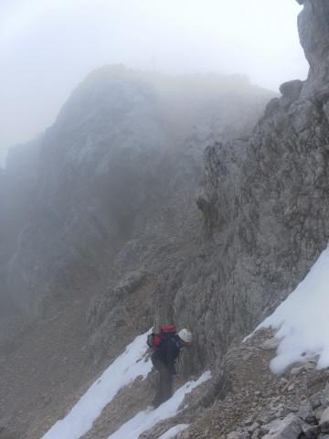 Foto: Wolfgang Lauschensky / Wandertour / Leutascher Dreitorspitze oder Karlspitze 2682m über Söllerpass und Bergleintal / Abstieg zur 'Eisrinne' / 05.10.2010 18:34:18