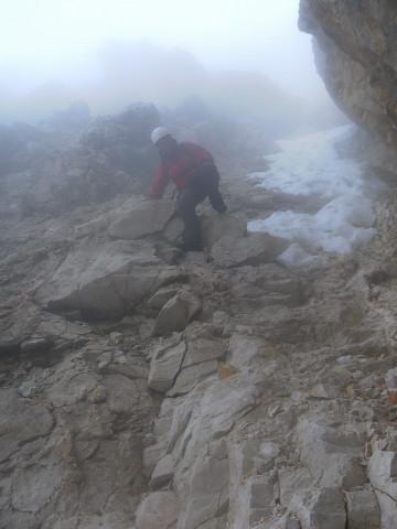 Foto: Wolfgang Lauschensky / Wandertour / Leutascher Dreitorspitze oder Karlspitze 2682m über Söllerpass und Bergleintal / steinschlaggefährlicher Abstieg bei Ausaperung / 05.10.2010 18:33:56